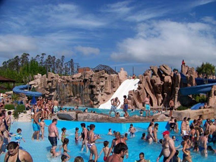 Fotos de aquapark cerceda pacommunity for Piscinas de monzon