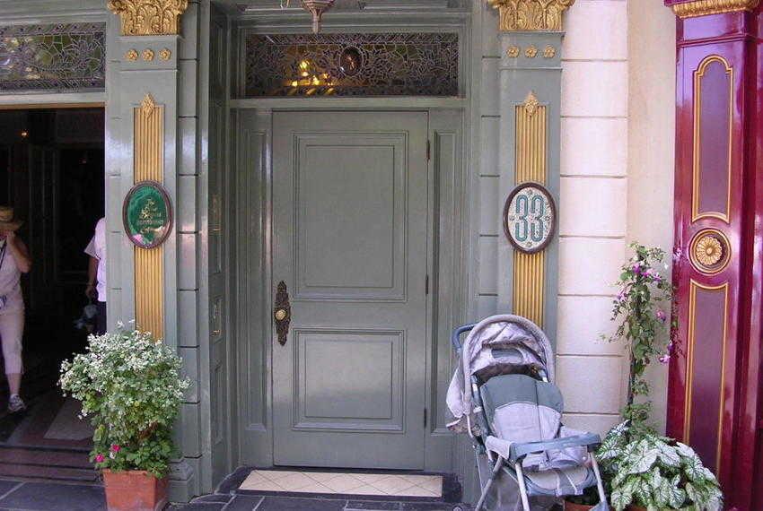 Entre vestidos de princesa y divertidas atracciones se esconde un lujoso restaurante de acceso restringido al que solo los nombres VIP pueden entrar