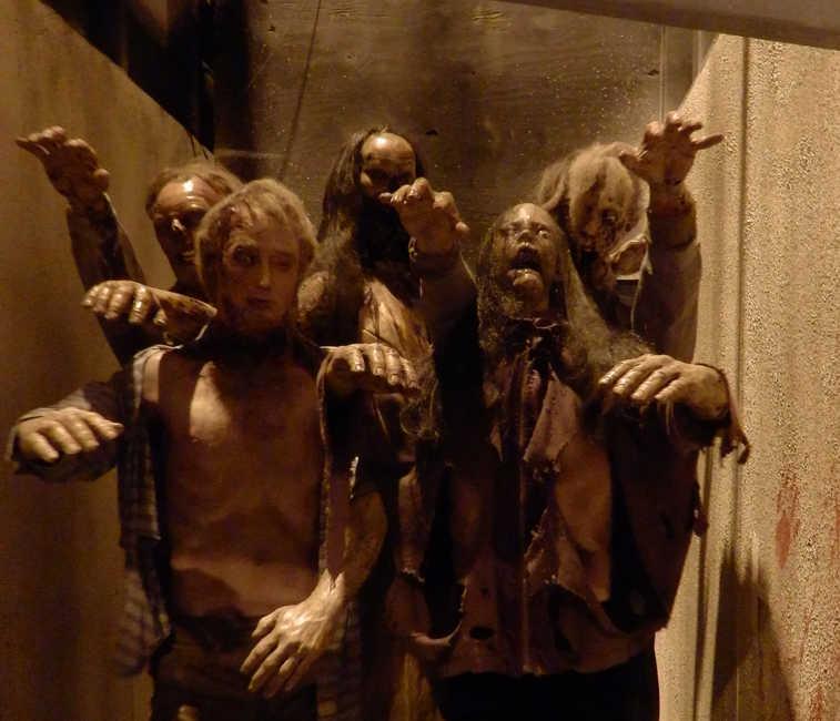 Caminantes del pasaje The Walking Dead. ¡Había millones de detalles!