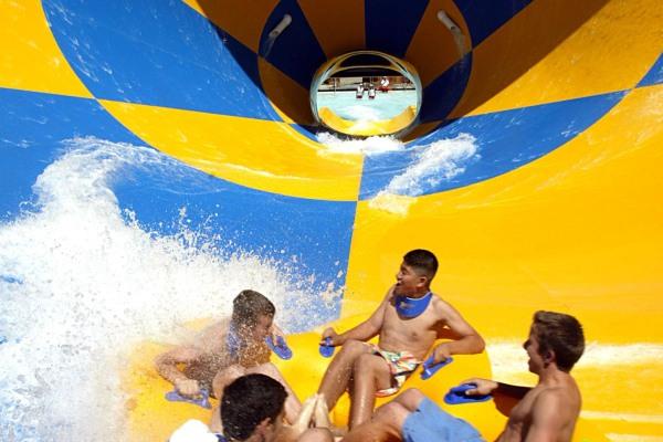 Six Flags Hurricane Harbor MM